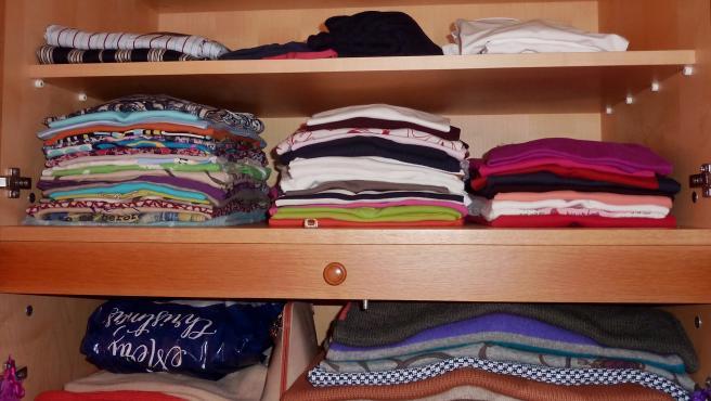 Cómo ampliar el espacio de tu armario: cuatro trucos para que no se nos quede pequeño